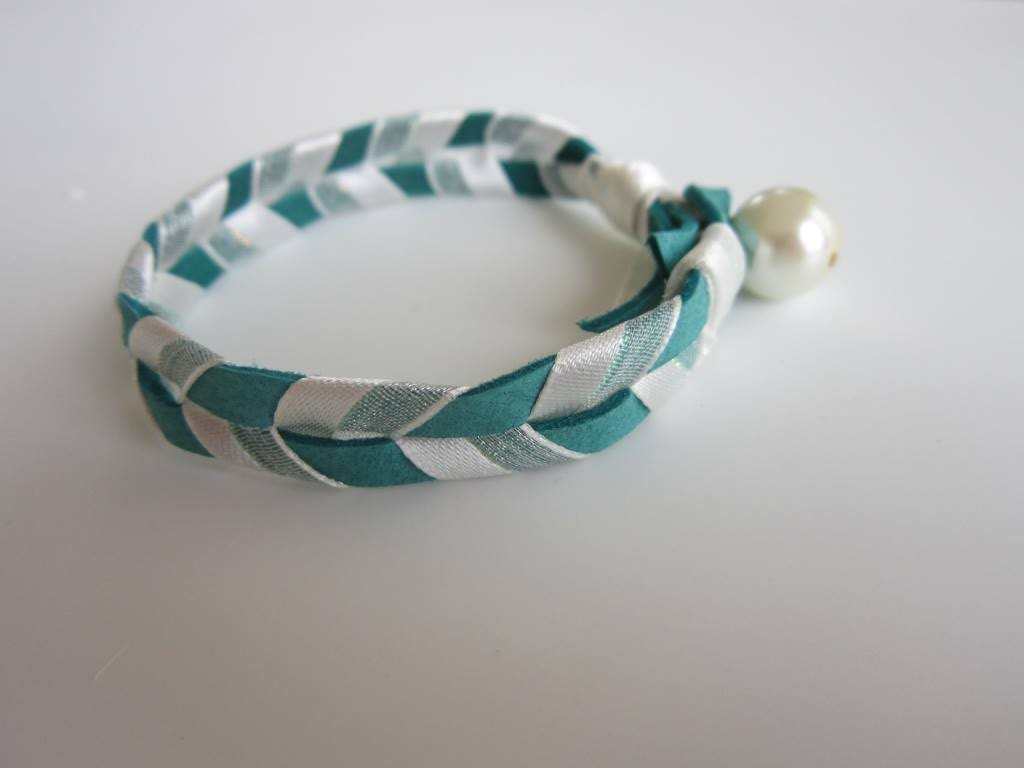 Bracelet with Leather and Silk Ribbons. Браслет кожа и шелк