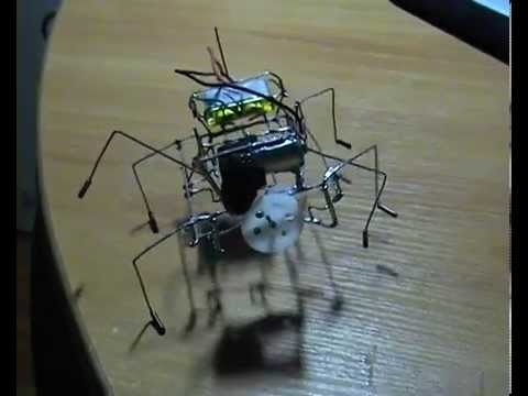 The mechanical cockroach, made of paper clips. Ходячий жук из скрепок