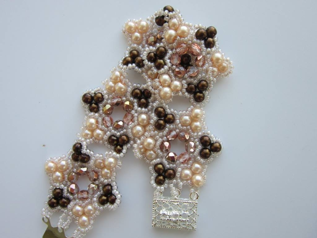 Bracelet with 4mm Pearl , 4mm Faceted Bead and size 11 SB.  Браслет из бисера и жемчуга 4мм.