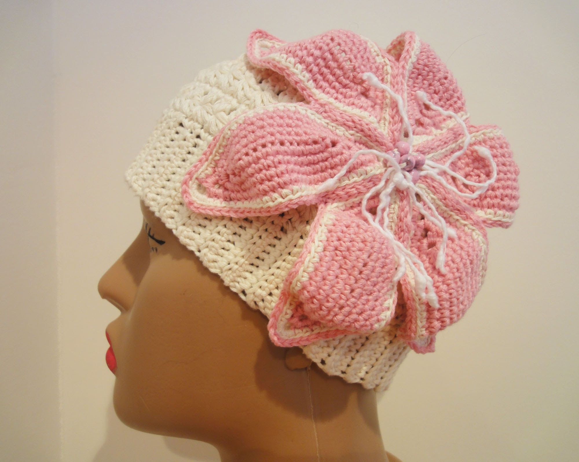 Шапочка с лилией Ч-2 Hat with a lily Crochet P-2